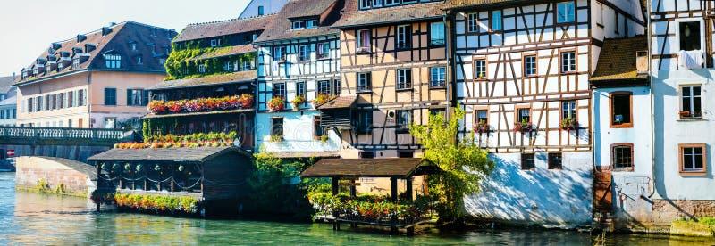 Imponująco Strasburg, piękny widok, tradycyjni domy i rzeka, Francja fotografia royalty free