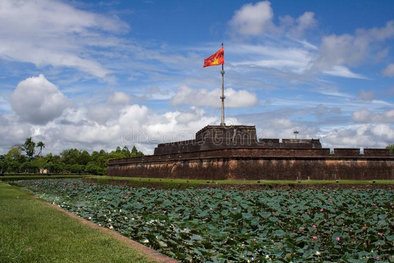 Imponująco widok na chorągwiany wierza w cytadeli odcienia Cesarski miasto, Środkowy Wietnam, Azja fotografia stock