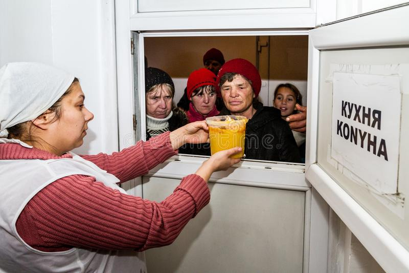Importe-se com os pobres e os sem abrigo em Ucrânia fotos de stock