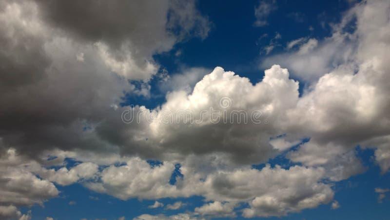 Imposant-Königreich von Wolken lizenzfreies stockfoto