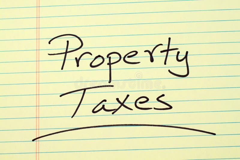 Imposte sul capitale su un blocco note giallo immagini stock libere da diritti
