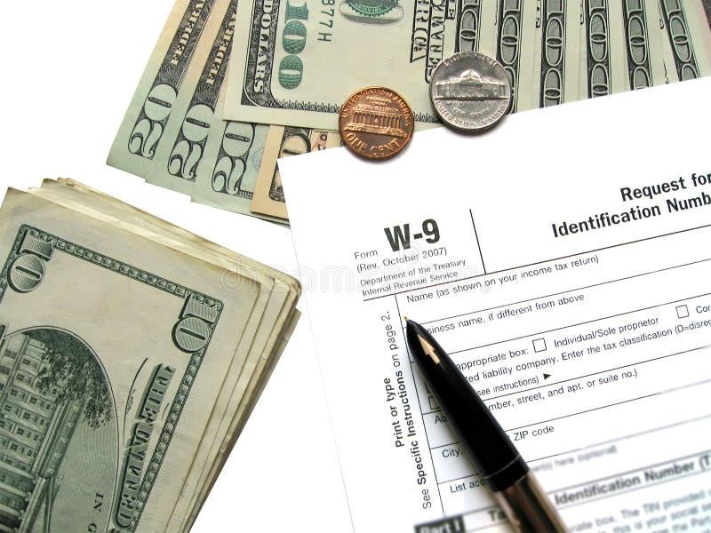 Imposto do dinheiro para o formulário de imposto do rendimento W-9 imagem de stock royalty free