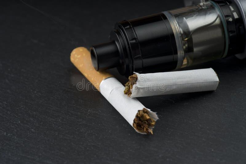 Imposto em líquidos de cigarros eletrônicos fotos de stock