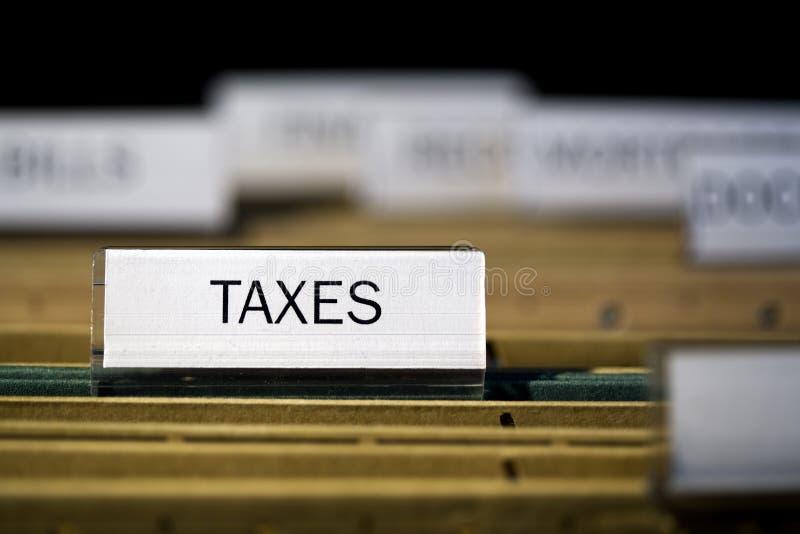 Impostos etiquetados do dobrador de arquivo imagem de stock