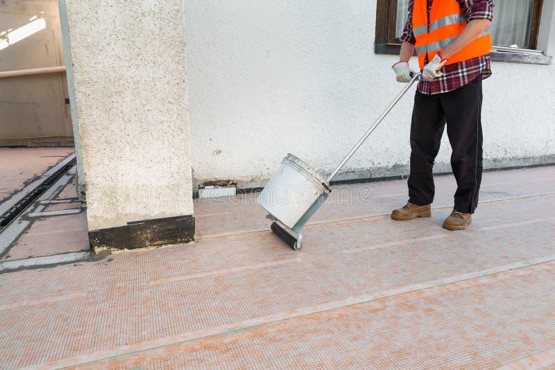Imprägnierung und Wärmedämmung einer Terrasse - Dach stockfoto