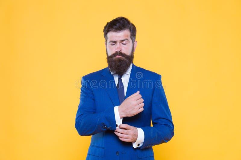 Imprenditore motivato serio Strategia aziendale Semplicità brutale di pensiero Barbuto bello dell'uomo d'affari sicuro fotografia stock
