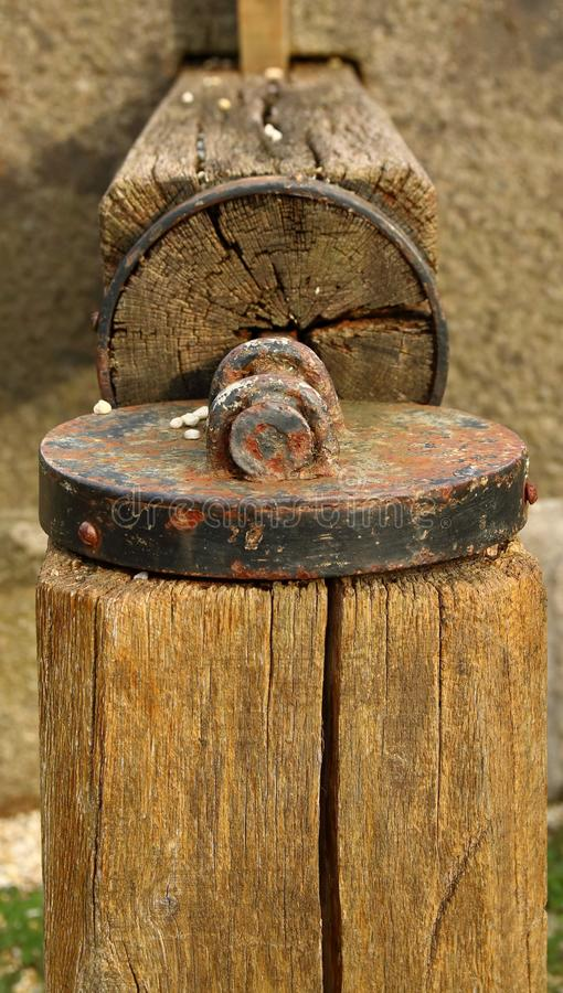 Imprensa de cidra da madeira e do metal imagens de stock royalty free