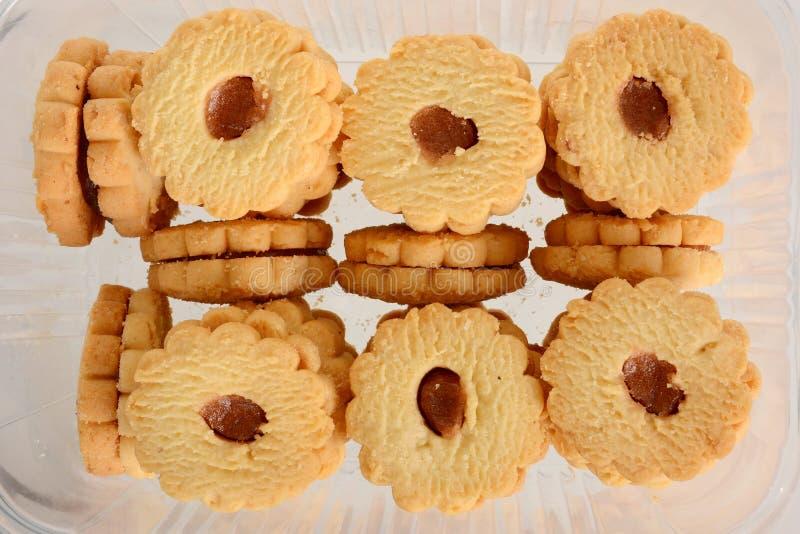 Imprense cookies com o doce isolado no fundo branco imagem de stock