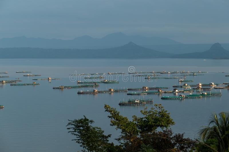 Impresa di piscicoltura sul lago Taal immagini stock