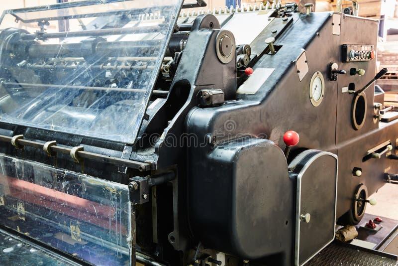 Impresión de la máquina de cilindro de la litografía de la impresora imágenes de archivo libres de regalías