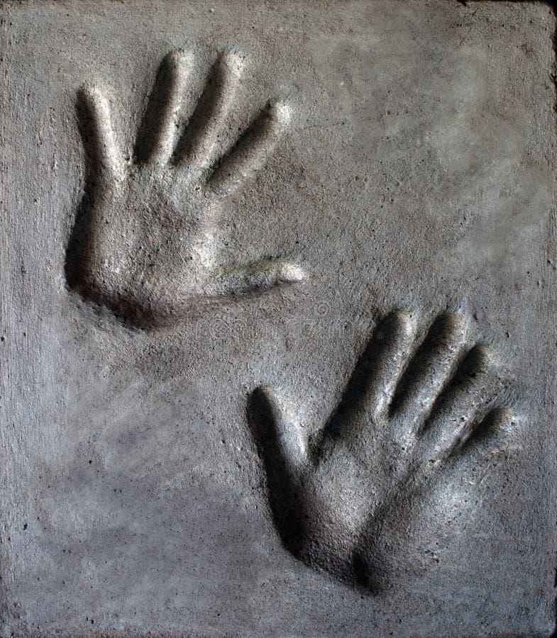Impresión de la mano en mortero imagen de archivo libre de regalías