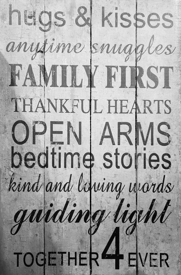 Impresión de las reglas de la familia en la pared imagenes de archivo