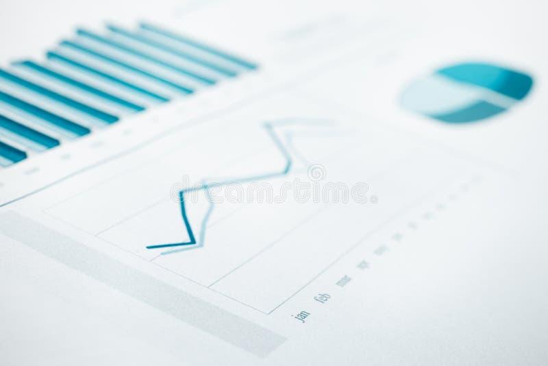 Impresión del informe y de la carta de los datos de asunto. Foco selectivo. Azul entonado imagenes de archivo