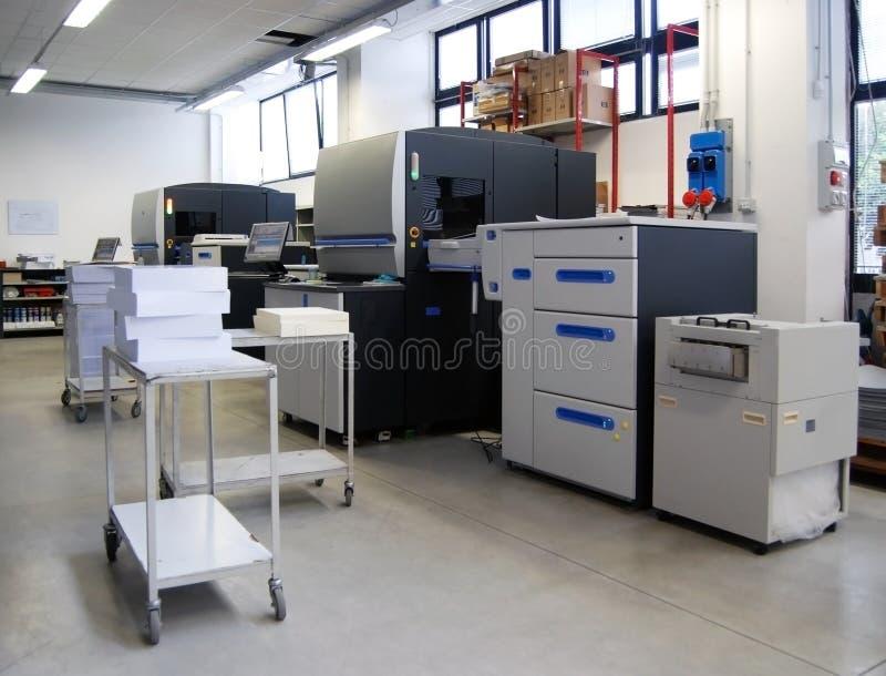 Impresión en offset de Digitaces - prensa de cuatro colores foto de archivo libre de regalías