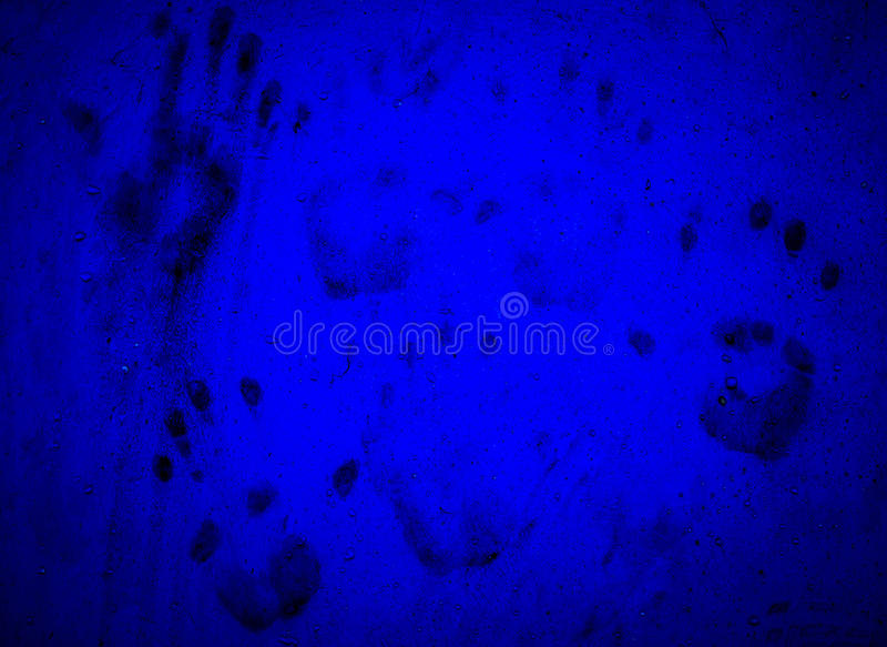 Impresiones de la mano en la pared azul foto de archivo libre de regalías