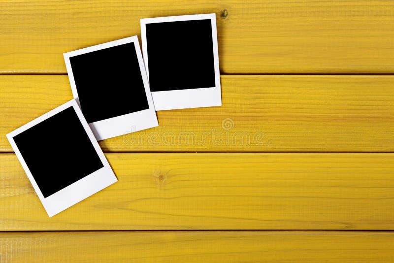 Impresiones en blanco de la foto en una tabla fotografía de archivo libre de regalías
