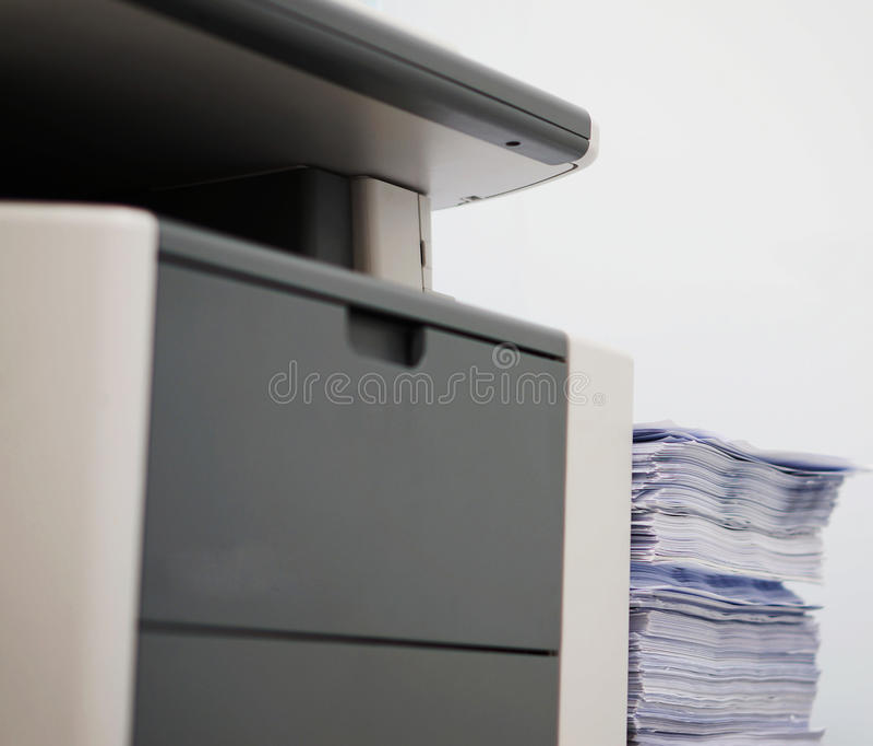 Impresora gris del ordenador foto de archivo libre de regalías