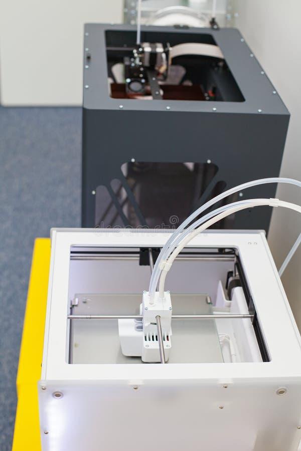 Impresora tridimensional blanca foto de archivo