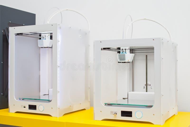 Impresora tridimensional blanca imagenes de archivo