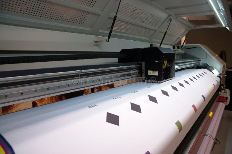 Impressão de Digitas - impressora larga do formato foto de stock