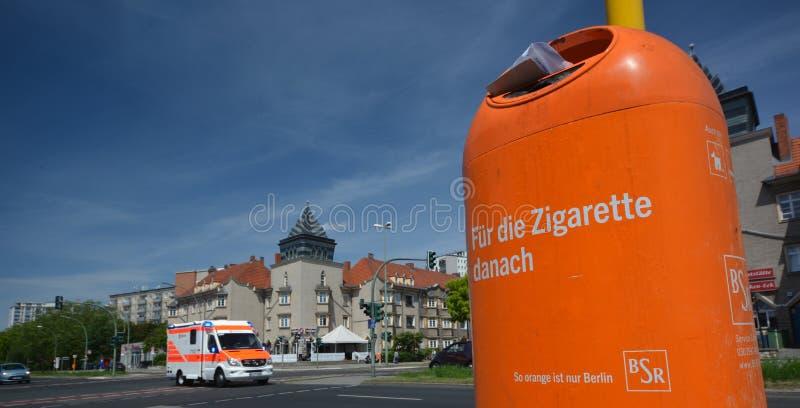 Impressões das ruas de Berlin Spandau, Falkenseer de cruzamento Chaussee com Zeppelinstrasse, Alemanha imagem de stock royalty free