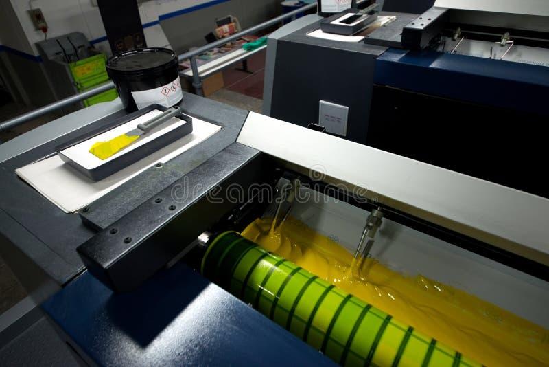 Impression de presse - machine excentrée Impression de la technique où l'image encrée est transférée à partir d'un plat à une cou photo stock
