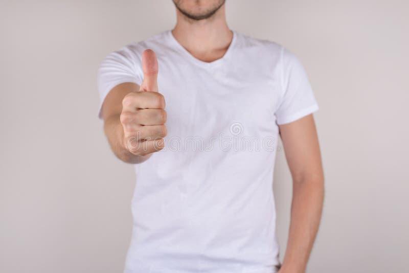Impressionnez la victoire d'influence de succès suivent le concept d'offre Portrait haut étroit cultivé de photo de démon satisfa photo libre de droits