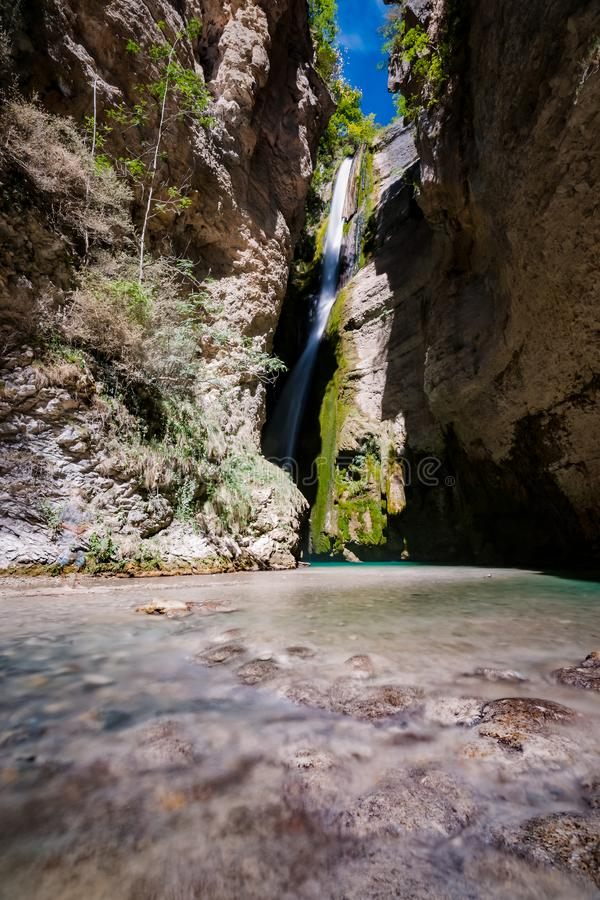 Free Impressive Gorgeous Waterfall With Long Exposure Photography Royalty Free Stock Photography - 99289897