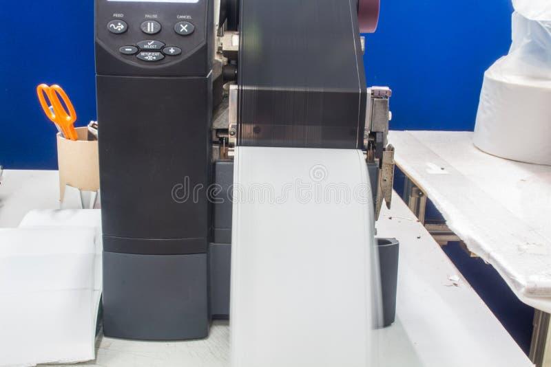 Impressora do c?digo de barras e etiqueta de c?digo de barras com fita fotografia de stock royalty free