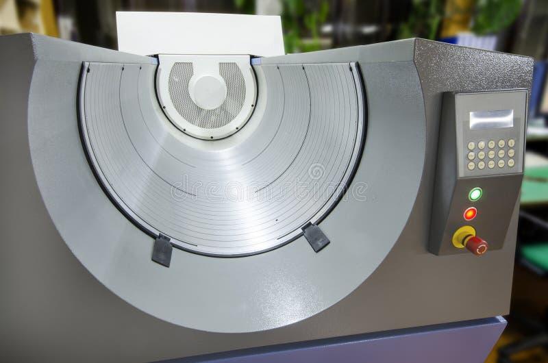 Imprima la industria, ordenador para platear el tambor (CTP) para el desarrollo de la placa del laser imagenes de archivo