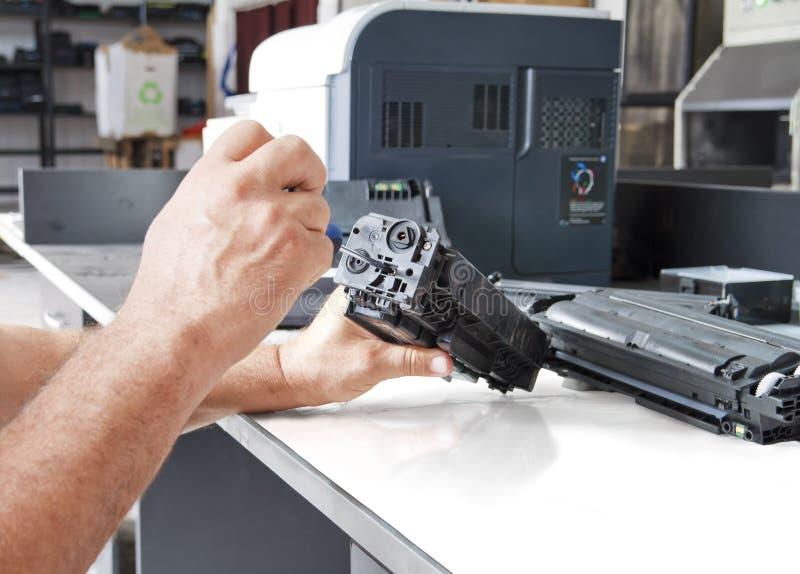 Imprimante laser d'ouvrier photo libre de droits