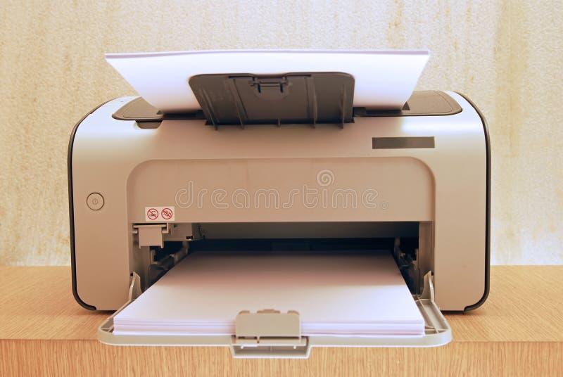 Imprimante moderne à la hauteur d'oeil photographie stock