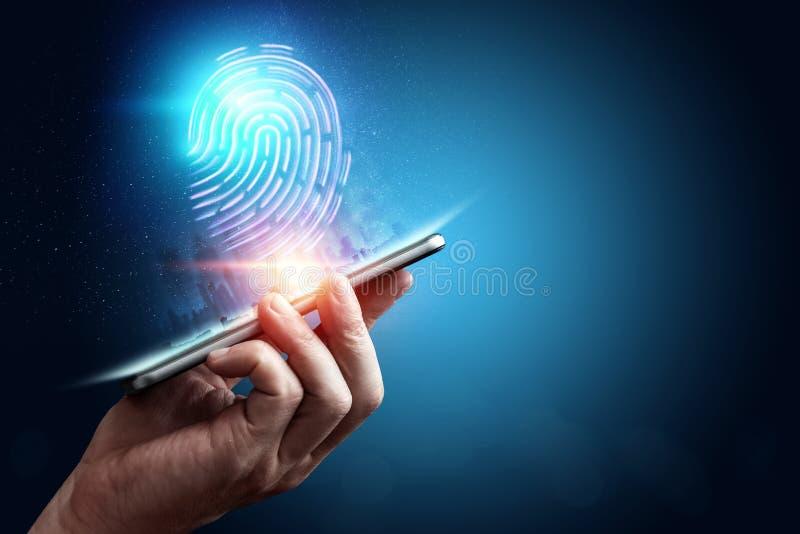 Impronta digitale dell'ologramma, ricerca su uno smartphone, fondo blu dell'impronta digitale, ultravioletto concetto dell'impron fotografie stock libere da diritti
