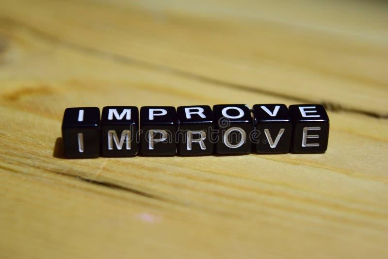 Improve geschrieben auf Holzklötze Inspirations- und Motivationskonzepte lizenzfreies stockfoto
