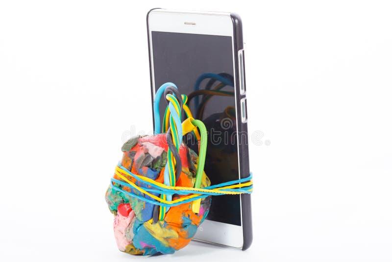 Improviserad explosiv enhet förbindelse till mobiltelefonen royaltyfria foton