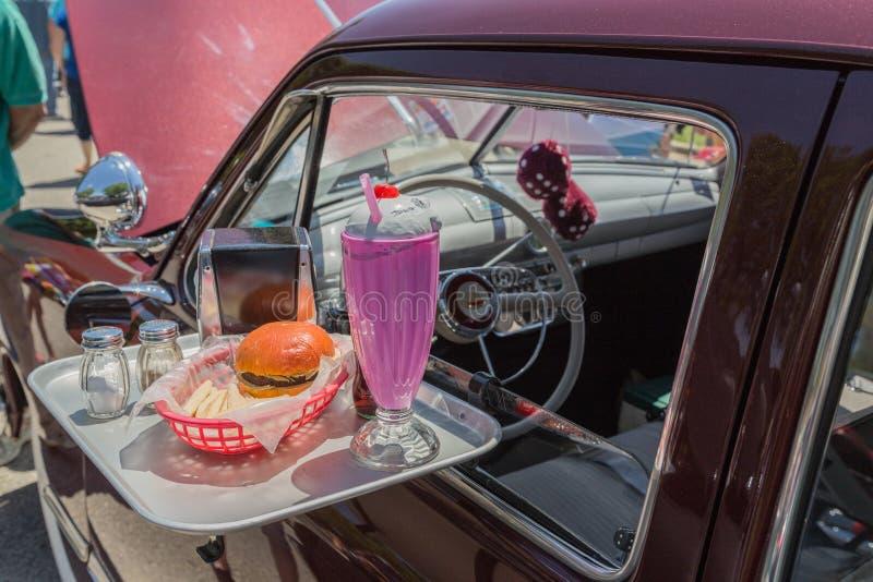 impulsión de los años 50 en bandeja del restaurante foto de archivo