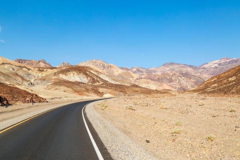 Impulsión del ` s del artista en Death Valley imagenes de archivo