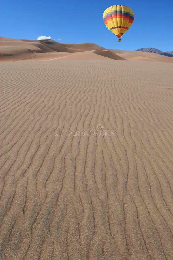 Impulso sobre las dunas imagen de archivo