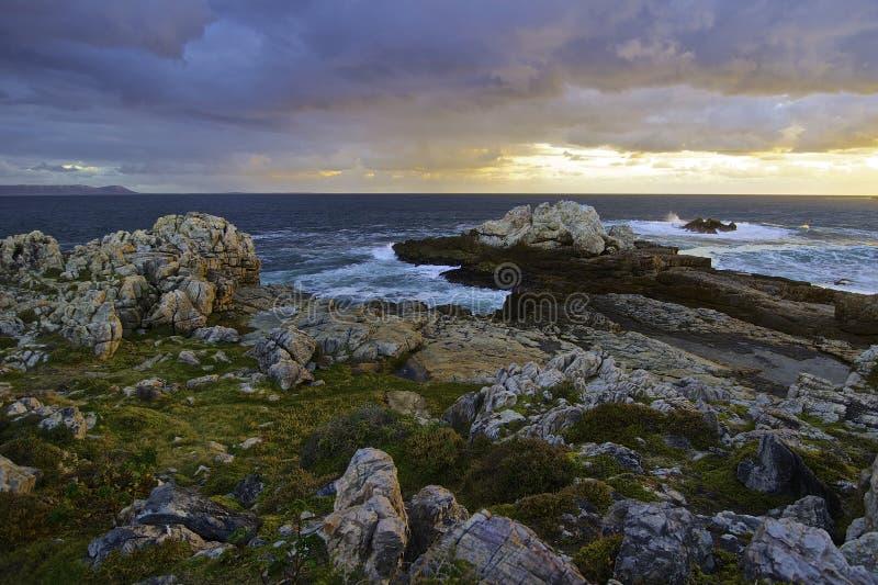 Início da noite do seascape de Hermanus fotos de stock