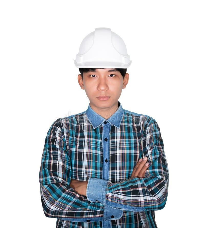 Inżynier budowy ręki krzyż na klatce piersiowej i głowa jesteśmy ubranym białego zbawczego hełma klingeryt Na białym tle zdjęcia royalty free