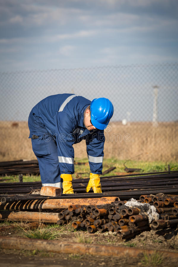 Inżynier praca w rafinerii ropy naftowej zdjęcia royalty free