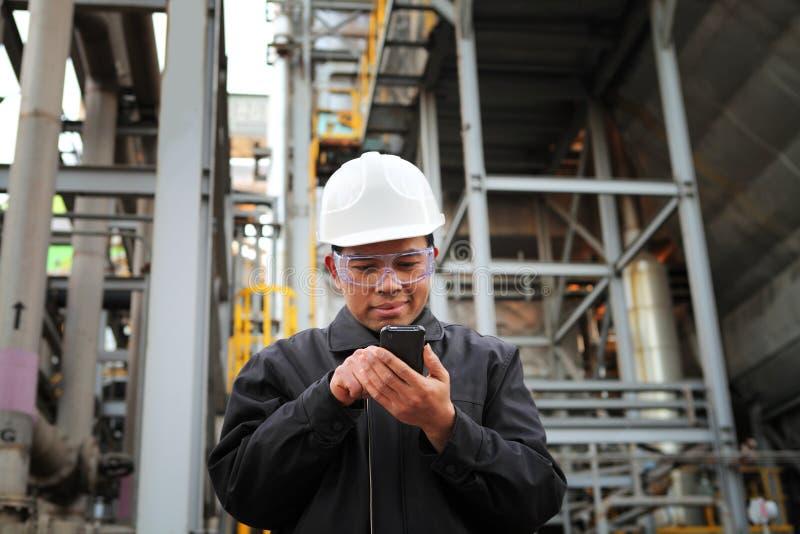 Inżynier rafineria ropy naftowej obraz royalty free