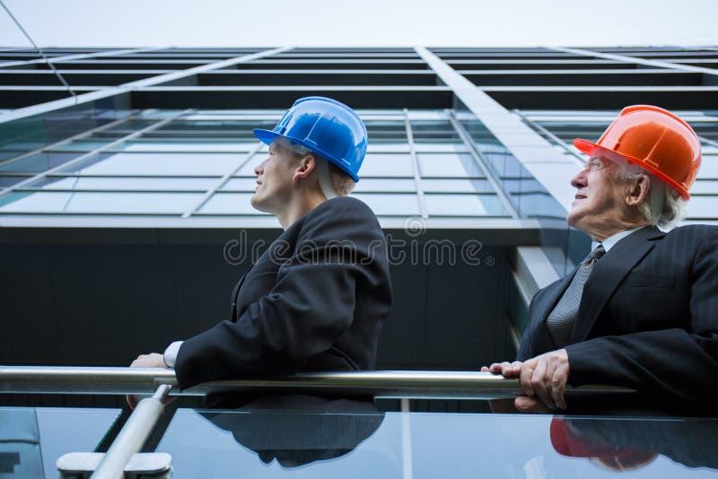 Inżyniera drużynowy dopatrywanie nad placem budowy zdjęcie stock