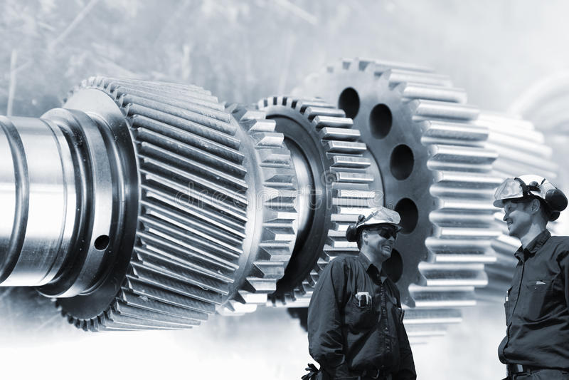 Inżyniery i pracownicy z cogwheels i przekładniami fotografia stock