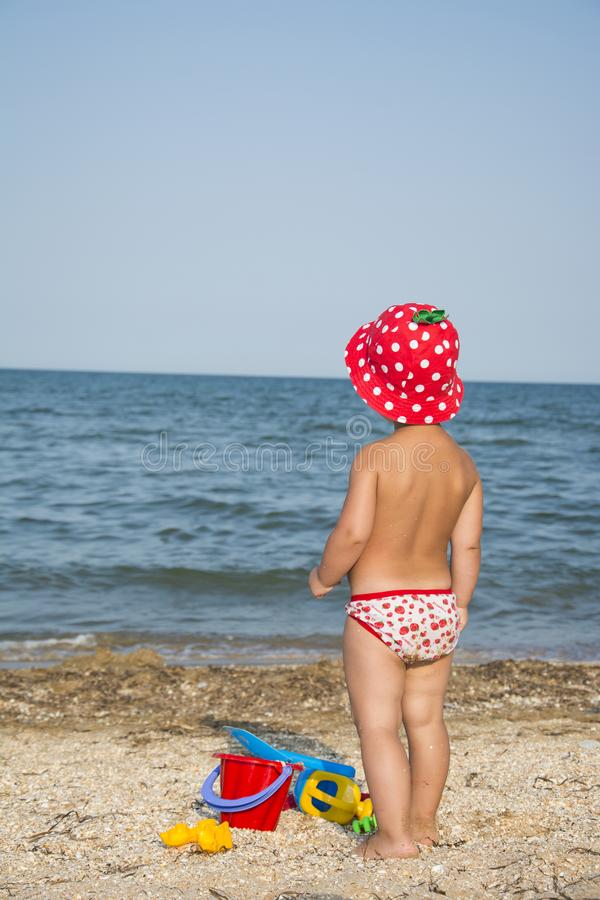 Free In Summer, On The Beach, A Little Girl Plays With A Shovel. Royalty Free Stock Image - 117882076