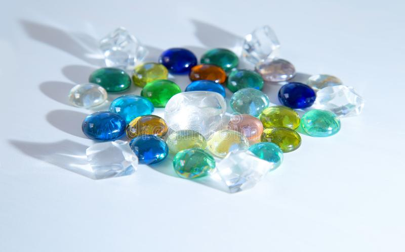 Inaczej barwioni szklani round kryształy zdjęcia stock