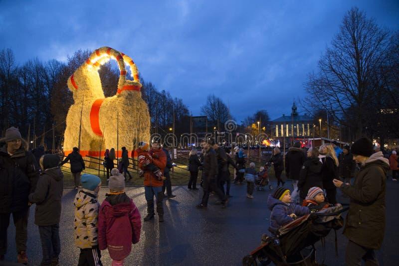 Inaguration de Gävlebocken (chèvre de Gävle) du 29 novembre 2015 dans Gavle Suède photo libre de droits