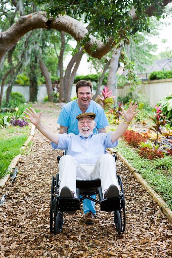 inaktiverad rolig pensionär arkivbilder