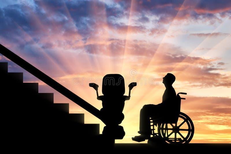 Inaktiverade i rullstol ämnar klättra hissen för inaktiverade royaltyfria bilder