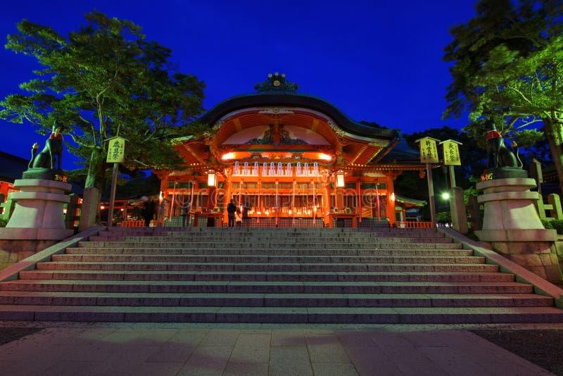 Inari de Fushimi au crépuscule à Kyoto image libre de droits